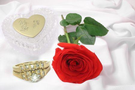 corazon cristal: Rosa Roja, anillos de cristal y coraz�n