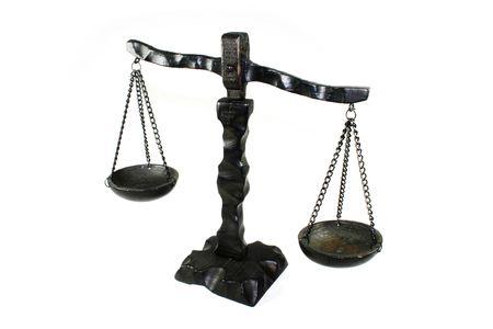 justitia: Justitia horizontal de madera sobre un fondo blanco Foto de archivo