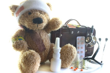 Kids first aid kit with Teddy, Bags, Stethoscope and medicines Stockfoto