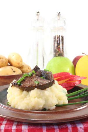 giblets: fried liver with mashed potatoes, apple and chives