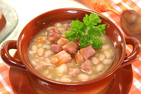 white beans with fried bacon and fresh parsley