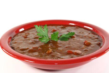 Gulaschsuppe mit Rindfleisch, Paprika, Tomaten, Zwiebeln und frischer Petersilie