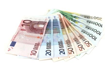 vielen bunten Euro-Banknoten in einem Stapel