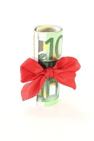 billets euros: Cent billets en euros sur un rouleau � l'arc