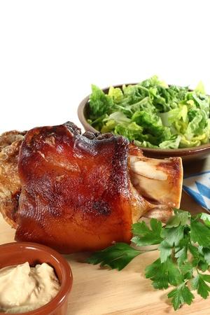 jarret: jarret de porc frais � la moutarde, la laitue et le persil