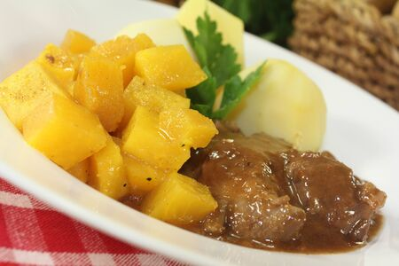 rutabaga: Venison goulash with turnips and cooked potatoes