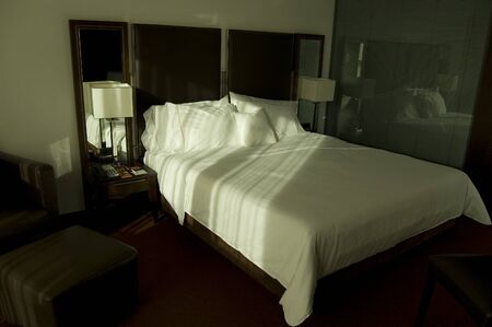 vacate: Bed in luxury room hotel Stock Photo