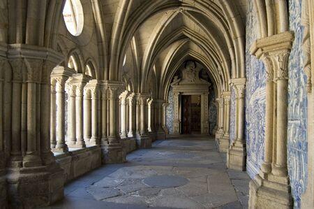 porto: Cloister gallery of Se Cathedral in Porto, Portugal