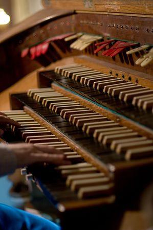 fuga: Classic organ keyboard and keys to changing instrument