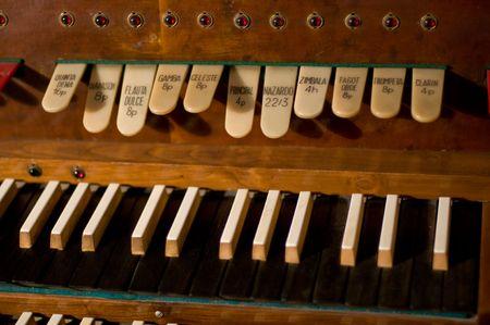 Clavier d'orgue classique et des touches de l'instrument change Banque d'images - 2739602