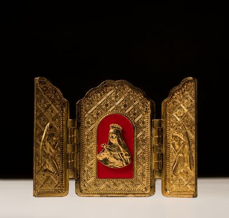 ecclesiastical: Golden Triptych with Virgin flanked by archangels, on black background Stock Photo