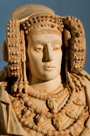 scholars: La Dama de Elche  Dama de Elche es la m�s importante pieza policromada de arte ib�rico. Producidos en el siglo IV aC, aunque algunos acad�micos y otros que a la fecha helen�stica o romana. Foto de archivo