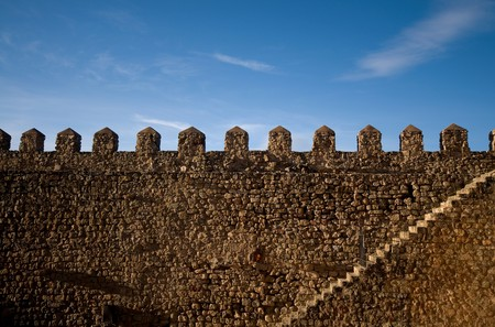 parapet wall: Parapet walk of a historical fortress. Stairway and merlons details. Stock Photo