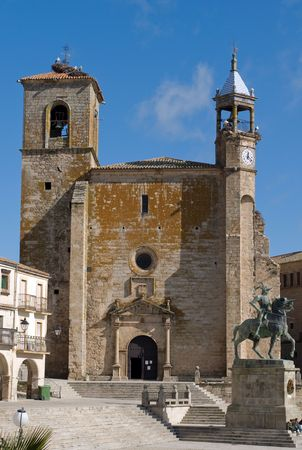 pizarro: Statue of Francisco Pizarro and the Church of St. Martin in Mayor Square of Trujillo. Caceres, Spain.