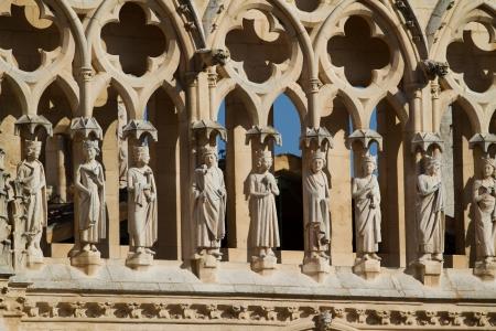cara leon: Detalle de la Galer�a de los Ap�stoles en Gable End de la Puerta Coroner�a en la cara norte de la Catedral de Burgos, Burgos, Castilla y Le�n. Espa�a Foto de archivo