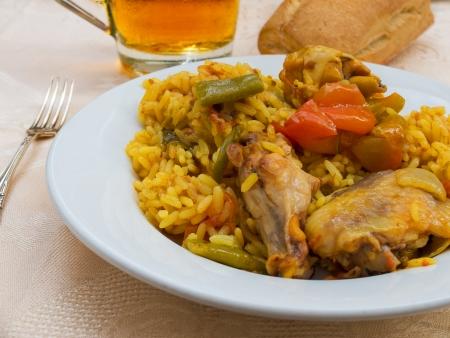tapas espa�olas: T�pico y aut�ntico espa�ol tapa Paella con pollo y conejo No pescados o mariscos Foto de archivo