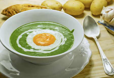 low temperature: Nettle cream soup with egg cooked at low temperature.