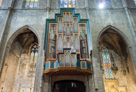 pipe organ: Pipe organ in nave of Basilica of Santa Maria del Pi or Santa Maria del Pino.Interior view towards the nave.This church is one of the most representative Catalan Gothic style architecture located in the Ciutat Vella district. Barcelona, Catalonia, Spain. Editorial
