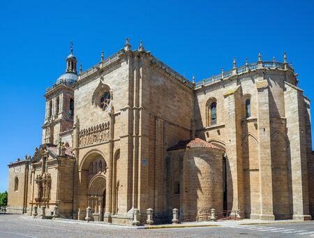 principal: Fachada principal de la catedral de Santa María. Ciudad Rodrigo, Salamanca, Castilla y León. España.
