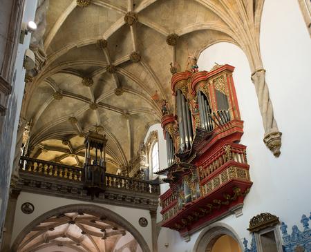 pipe organ: Pipe organ in ship of Santa Cruz Monastery in Coimbra, Portugal.