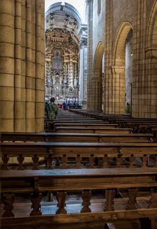 se: Porto Nave of the cathedral, Se Cathedral is the current bishopric seat of Porto, Portugal.