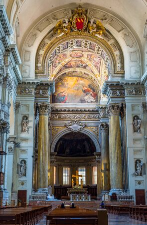 nave: Nave of San Pietro di Metropolitan Cathedral of Bologna. Emilia-Romagna, Italy. Editorial