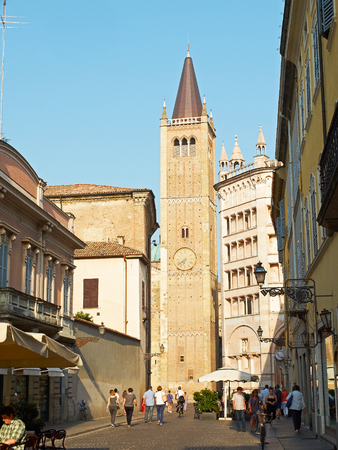 cattedrale: Parma, Italy - July 22, 2016. People walking near to bell tower of cathedral of Santa Maria Assunta of Parma. Emilia-Romagna. Italy.