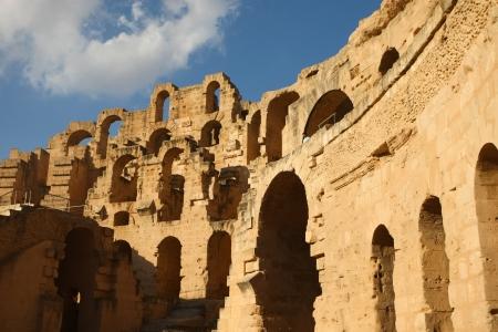 El Djem, Anfiteatro a Arches giorno pieno di sole di pi� grande anfiteatro romano, al tramonto, a El Djam, Tunisia Archivio Fotografico