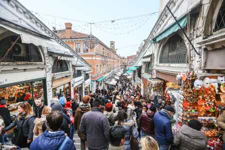 rialto bridge: VENICE, ITALY - FEBRUARY 15 : A view of the Rialto markets and Rialto Bridge full of tourists shopping and sightseeing on February 15th, 2014 in Venice, Italy. The Rialto is the commercial and financial centre of Venice.