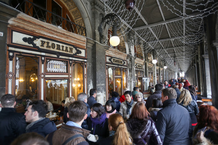 nuove: VENICE, ITALY - FEBRUARY 15 : A large group of people walking in front of Caffe Florian in Procuratie Nuove on Piazza San Marco on February 15th, 2014 in Venice, Italy. Editorial