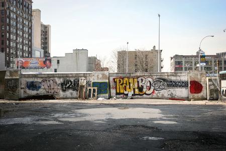 ニューヨーク市、アメリカ合衆国 - 3 月 17 日: 2005 年 3 月 17 日にアメリカ、ニューヨーク市のマンハッタン地区落書きの壁。 報道画像
