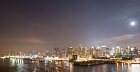 midtown manhattan: The panorama of Midtown Manhattan coast viewed from the Hudson River at night in New York City, USA.