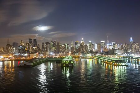 midtown manhattan: The panorama of Midtown Manhattan coast  and office buildings viewed from the Hudson River at night in New York City, USA.
