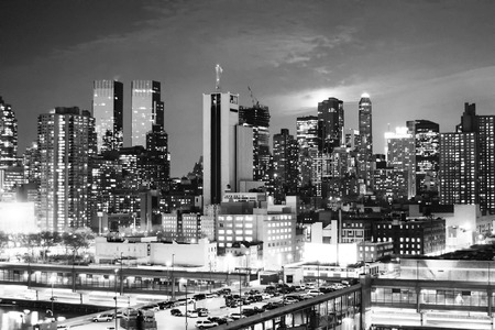midtown manhattan: NEW YORK CITY, USA - MARCH 25 : A view of a parking lot on top of a building and the panorama of Midtown Manhattan at sunset on March 25th, 2005 in New York City, USA. Editorial