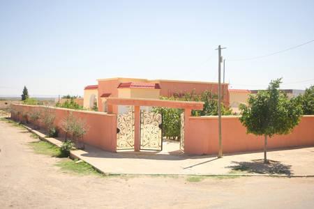 bir: BIR AL HUFFAY, TUNISIA -  SEPTEMBER 16, 2012 : The entrance to estate in Bir Al Huffay, Tunisia. Editorial