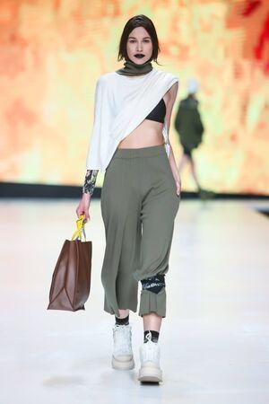 cuerpo entero: ZAGREB, CROATIA - MARCH 30, 2017 : Fashion model wearing clothes for spring - summer, designed by Obekei on the Bipa Fashion.hr fashion show in Zagreb, Croatia. Editorial