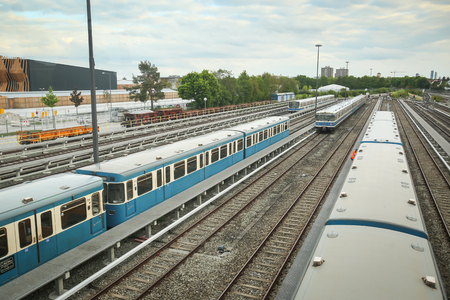 u bahn: MUNCHEN, GERMANY - MAY 9, 2017 : A view of the railway with trains on the Frottmaning train station on the U6 subway line in Munich, Germany About 350 million passengers ride the U-Bahn every year.