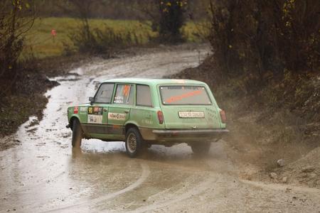 Sveta Nedjelja, Kroatien - 25. November 2018. 9. Rallye-Show Santa Domenica. Gabor Kovy und Andras Simon aus Ungarn fahren im Lada 2102 Combi.