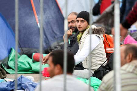 Bregana, Slovenia - September 20, 2015 : Syrian refugees at the slovenian border with Croatia. The migrants are waiting for the authorities to open the border crossing, so they can continue to the northern european countries. Stok Fotoğraf - 130293085