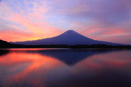 morning sky: Monte Fuji nel cielo del mattino