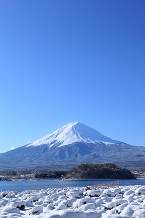 catchphrases: Mount Fuji seen from Lake Kawaguchi in winter