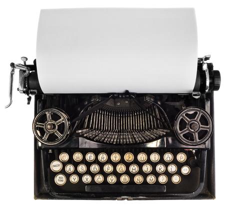 hoja en blanco: antigua máquina de escribir con la hoja blanca de papel en blanco, vista desde arriba sobre un fondo blanco, vista del mecanismo y la vista de la antigua fuente. La posibilidad de aplicar o descripción en la tarjeta.