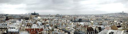 coeur: Bewolkt skyline van Parijs van de Sacre Coeur tot Les Invalides  Stockfoto