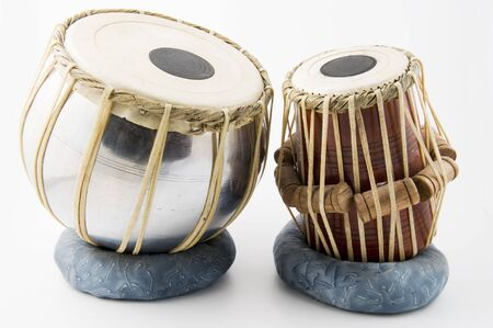 musical instruments: Indian tambor aislado sobre fondo blanco