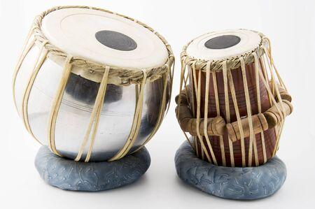 instruments de musique: Indien tambour isol� sur fond blanc