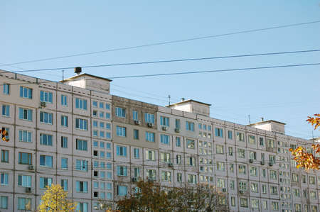 Old soviet economy class buildings. Soviet architectural style. Apartment block. Banque d'images - 150887868