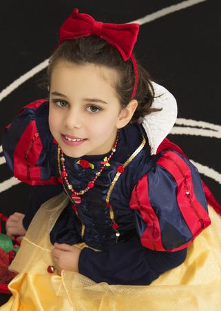 ni�os vistiendose: Retrato de ni�a que llevaba un disfraz de princesa Foto de archivo