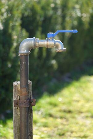 Outdoor faucet in the garden, ideal for outdoor water Foto de archivo - 133754099