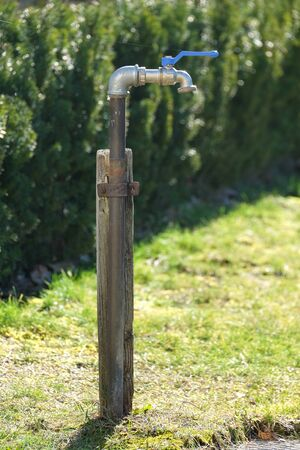 Outdoor faucet in the garden, ideal for outdoor water Foto de archivo - 133754101