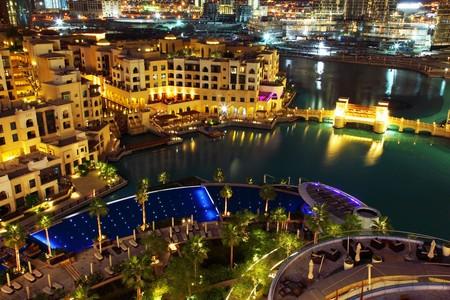 dubai mall: Dubai downtown at night